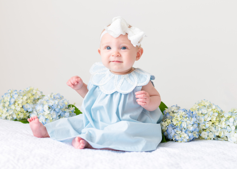 Best honolulu baby photographer oahu family photographer six month old baby girl with flowers